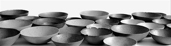 Ručně vyráběné dekorační mísy z betonu.