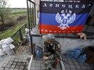 Ozbrojený separatista střeží příjezdové cesty do Slavjansku (11. května 2014)