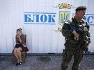 Kontrolní stanoviště ukrajinských bezpečnostních složek nedaleko Mariupolu (11....