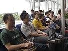 Číňané čekají na odlet z Ho Či Minova města (15. května 2014)