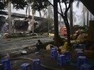 Zdemolované čínské továrny na jihu Vietnamu (14. května 2014)