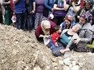 Turecké ženy truchlí za horníky, kteří zemřeli při výbuchu v dole v Somě (15....