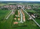 Nepřehlédněte jedinečnou nabídku rodinných domů a stavebních parcel u Plzně