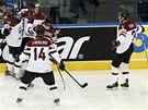 Hokejist� Loty�ska se raduj� z g�lu v utk�n� proti Kazachst�nu.