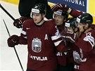 Hokejist� Loty�ska se raduj� z g�lu v utk�n� s USA. Autorem je Mikelis Redlihs