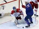 Francouzský hokejový útočník Yorick Treille se raduje z gólu proti Dánsku,...