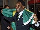 Pelé s brazilskou vlajkou slaví přidělení olympijských her Rio de Janeiru 2016