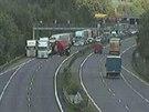Nehoda dvou nákladních aut zablokovala dálnici D5 u Prahy (19.5.2014)
