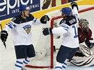 FINSKÁ RADOST. Miikka Salomaki (vlevo) a Olli Jokinen oslavují vstřelený gól.
