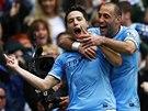 OTEVŘEL SKÓRE. Samir Nasri z Manchesteru City (vlevo) se ze svého gólu do sítě