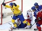 PROSADIL SE. Švédský útočník Joakim Lindstrom se raduje ze svého gólu.