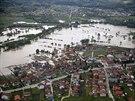 Leteck� sn�mky zaplaven�ho bosensk�ho m�sta Gra�anica (18. kv�tna)