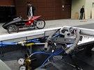 Pneumobily jezd� v z�vodech p�ibli�n� �ty�icetikilometrovou rychlost�.
