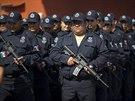 """Do řad strážců zákona vstoupilo na 450 členů nových """"venkovských jednotek"""",..."""