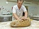 V pek�rn� Petite France vsadili na ru�n� pr�ci.