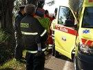 Záchranná služba ošetřuje děti z nabouraného mikrobusu - Do mikrobusu s dětmi...