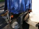 Přívěsný vozík natlačený do mikrobusu - Do mikrobusu s dětmi narazil u Hradce...
