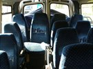 Vnitřek mikrobusu po nárazu nákladního auta - Do mikrobusu s dětmi narazil u...