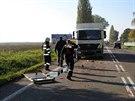 Nákladní auto, které narazilo do mikrobusu - Do mikrobusu s dětmi narazil u...