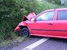 Řidička nezvládla smyk a narazila do protijedoucího auta. Její fiat po nárazu...