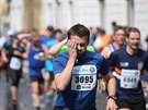 Běžci pražského maratonu. Na trať se v neděli ráno vydalo 10 tisíc běžců (11....