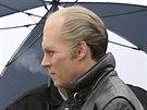 Johnny Depp je v roli Jamese Bulgera k nepoznání.