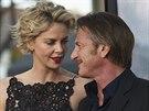 Charlize Theronov� a Sean Penn byli nejprve dobr�mi p��teli. Jejich vztah...