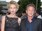 Charlize Theronová a Sean Penn (květen 2014)