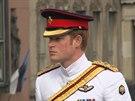 Princ Harry přijel do Estonska poděkovat vojákům.