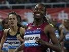 Abeba Aregawiová vítězí v závodě na 1 500 metrů při Diamantové lize v Šanghaji.