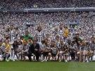 Fotbalisté Juventusu Turín pózují s dětmi před posledním zápasem ligového