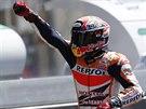 Španělský jezdec Marc Márquez se raduje z triumfu v závodě MotoGP ve Velké ceně...