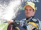 Finský motocyklista Mika Kallio slaví triumf v závodě třídy Moto2 ve Velké ceně...