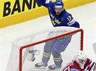 Švédský hokejista Joakim Lindström se raduje poté, co překonal kanadského...