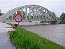 Rozvodn�n� Ol�e v p�tek r�no v Karvin� u Darkovsk�ho mostu