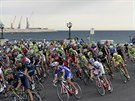 Cyklistický peloton během čtvrté etapy Giro d' Italia