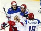 Ruští hokejisté Sergej Plotnikov, Danis Zaripov a Viktor Tichonov (zprava)...