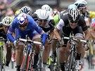 Závěr sedmé etapy na Giro d' Italia. Nejrychlejším byl Nacer Bouhanni, muž v...