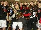 WE ARE THE CHAMPIONS... Sparťané se radují z triumfu v domácím poháru.