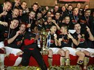 WE ARE THE CHAMPIONS... Spar�an� se raduj� z triumfu v dom�c�m poh�ru.