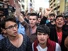 Turci demonstrovali v Somě před kaceláří vládní Strany spravedlnosti a rozvoje.