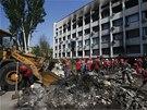 D�ln�ci spole�nosti oligarchy Rinata Achmetova bouraj� barik�dy v Mariupolu,