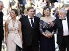 Na �erven�m koberci v Cannes p�zuj� (zleva)hlavn� fotograf Dick Pope, here�ka...