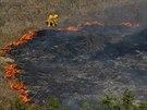 Hasiči bojují s lesními požáry v Kalifornii (13. května 2014).