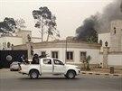 Ozbrojenci obsadili libyjský parlament  (Tripolis, 18. května 2014).