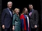 Bill Clinton, jeho manželka Hilary, zeť Marc Mezvinsky a dcera Chelsea, která...