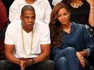 Jay-Z a Beyoncé na basketbalu (12. května 2014)