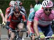 Hrdinové šesté etapy Gira Michael Matthews (vpravo) ze stáje Orika a Cadel