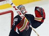 Americk� hokejov� brank�� Tim Thomas si ulevil, jeho t�m na MS porazil Finsko a...