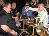 Spole�n� v Barcelon� (zleva) hejtman Miroslav Nov�k, podnikatel Old�ich Lahoda...